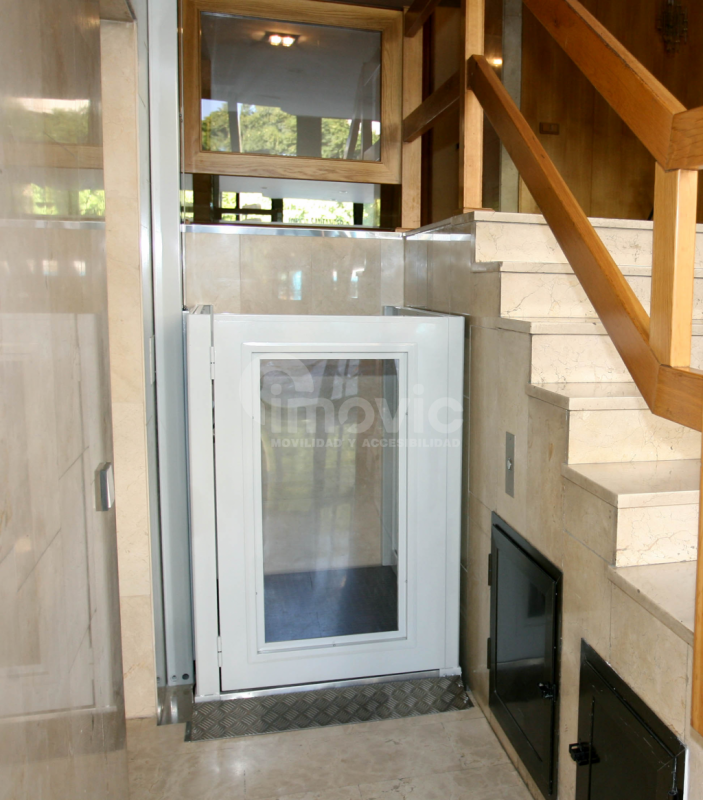 Plataforma salvaescaleras vertic 300 imovic for Salvaescaleras vertical