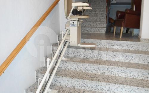 sube escaleras tramo curvo