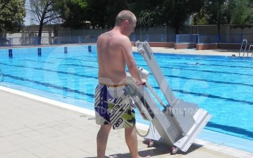 Elevador transportable para piscina