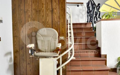 Silla sube escaleras tramo curvo Dunia